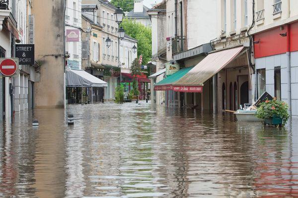 A Montargis, le 1er juin 2016, une rue du centre, inondée.