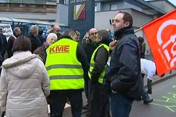 Les salariés de KME étaient présents devant la cité scolaire.
