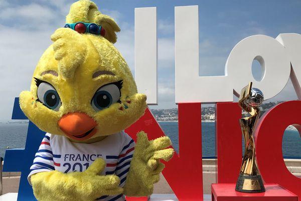 Ettie, la fille de Footix, la mascotte de la Coupe du Monde féminine 2019, est arrivée à Nice