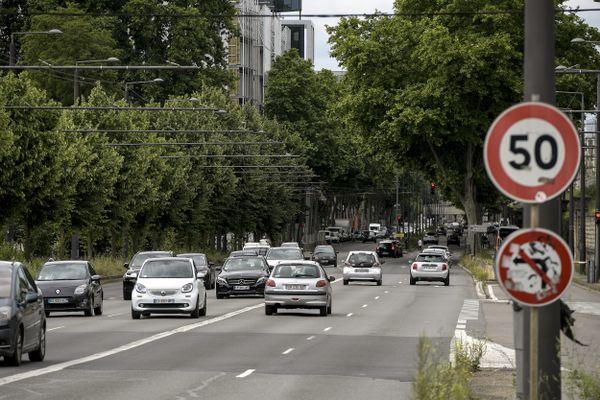 (Illustration) Un grave accident de la circulation impliquant deux voitures s'était produit dans la nuit du 4 au 5 juin 2020 boulevard Stalingrad à Lyon, à proximité du Transbordeur et du pont Poincaré.