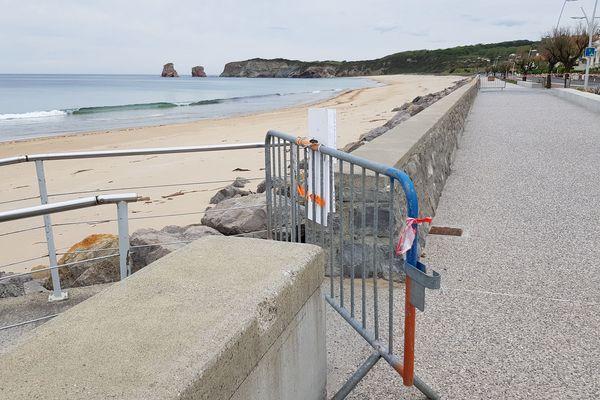 La plage d'Hendaye sans aucun surfeur à l'horizon