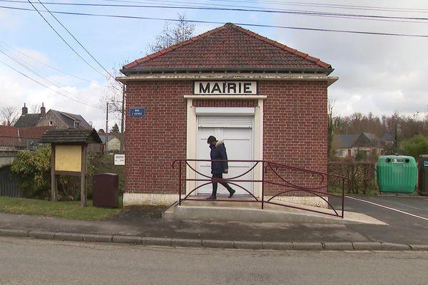 La mairie de Thièvres dans la Somme