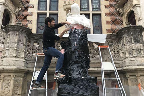 Silicone et plâtre pour mouler la statue de Jeanne d'Arc