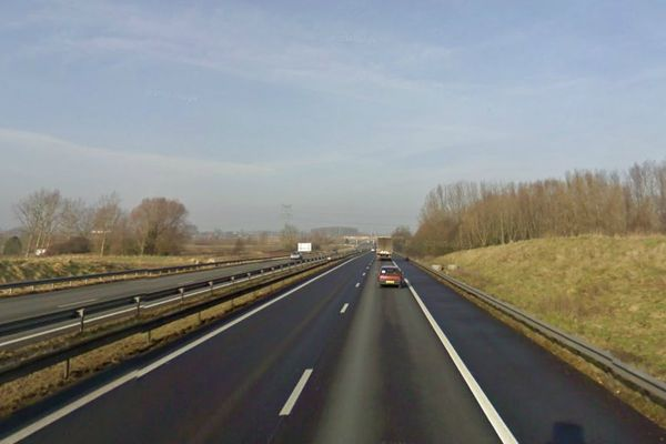 L'autoroute A25 est coupée dans le sens Lille-Dunkerque à hauteur de Ennetières-en-Weppes.