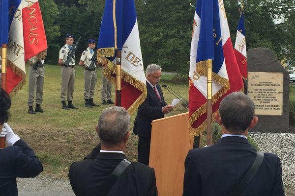"""A Bourg-Lastic (63), la """"Journée nationale d'hommage aux harkis et aux autres membres des formations supplétives des armées françaises"""" revêt un caractère particulier. Près de 5 000 harkis ont transité ici entre 1962 et 1963."""