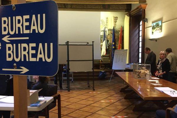 A Albi, les bureaux de vote installés à la mairie n'auront jamais été aussi vides.