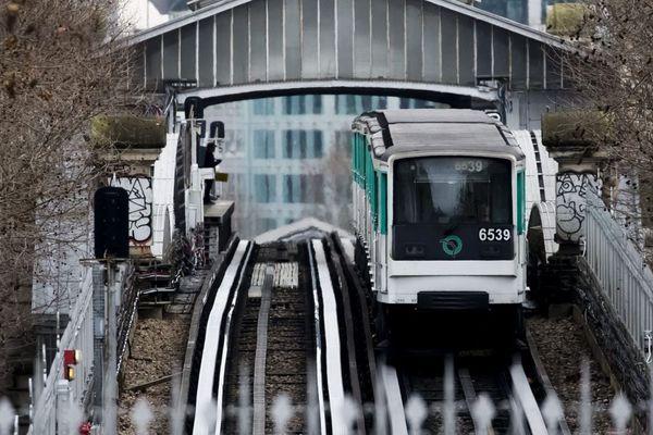 Une rame de métro en circulation, à Paris (illustration).