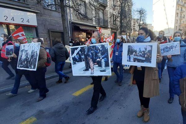 """Les manifestants ont défilé dans les rues de Rennes contre la loi de """"sécurité globale"""""""