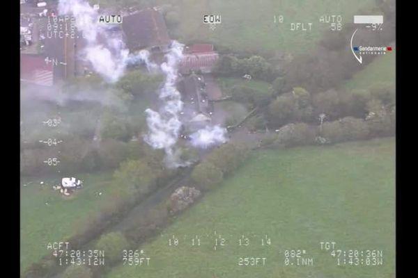 Tirs de fusées anti-grêle sur un hélicoptère à NDDL