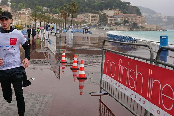Les courageux coureurs se sont lancés quai des Etats-Unis à Nice le 24 avril dernier.