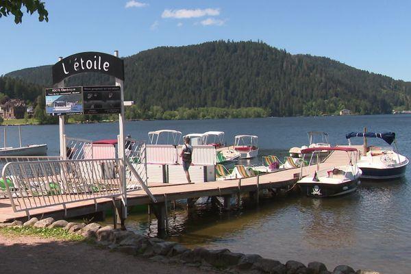 """L'embarcadère de """"l'Etoile"""", sur le lac de Gérardmer."""