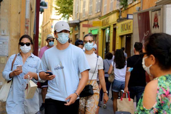 Le port du masque se généralise en ville.