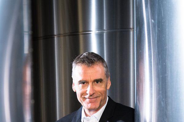 Pascal Prudhomme, Directeur Général de Champagne Castelnau, fait l'inventaire dans les caves.