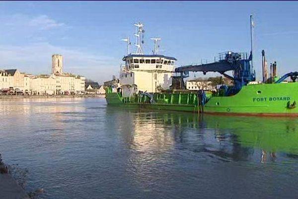 Le dragage du port  est nécessaire tous les 4 ou 5 ans.