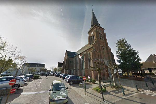 La place de l'Église de Le Plessis-Belleville en avril 2019, sur laquelle est située l'école Louise-Wattier