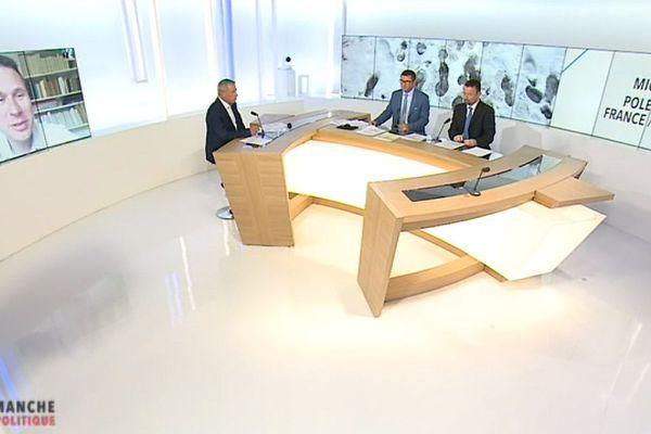 Fabrice Liégard, Renato Willien et Victor Glassey reçoivent Alessandro Giacone, professeur à l'université de Grenoble Stendhal et spécialiste des relations franco-italiennes.