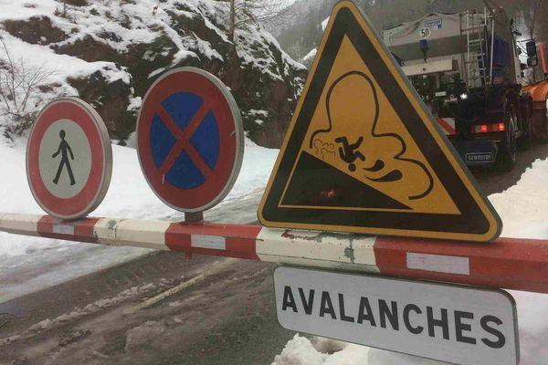 """""""Les chutes de neige vont se poursuivre sur l'ensemble de la chaîne des Pyrénées jusqu'à mercredi matin avec une limite pluie-neige qui se situera le plus souvent autour de 1500 m"""" précise Météo France."""