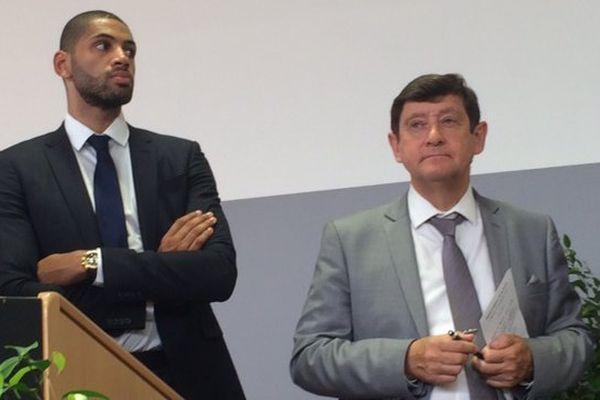 Le basketteur Nicolas Batum et Patrick Kanner, ministre de la Jeunesse et des Sports