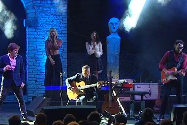 Thomas Dutronc a électrisé la scène du théâtre de verdure de Patrimonio pour la première soirée des Nuits de la Guitare.