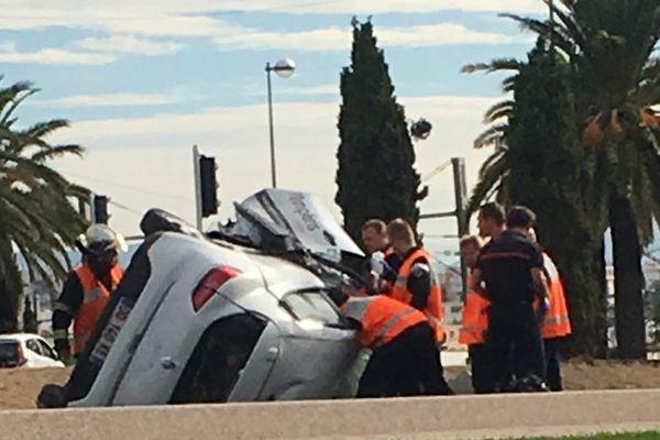 La voiture s'est retournée au niveau de l'aéroport de Nice.
