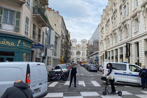 Le quartier bouclé autour de la Basilique Notre-Dame où a eu lieu l'attaque au couteau ce mercredi 29 octobre 2020 à Nice.