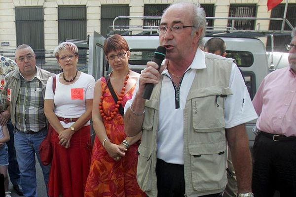 Serge Doussin (ici au micro en 2006) , ex leader charismatique de la CGT44 s'est étaient à l'âge de 65 ans