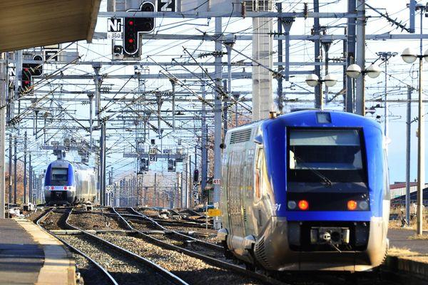 Le 9 décembre 2012, la SNCF modifie un quart de ses horaires. Les usagers des réseaux nationaux et régionaux sont invités par l'AVUC à témoigner d'éventuels dysfonctionnements sur un site internet dédié. (photo: gare de Clermont-Ferrand, Puy-de-Dôme)