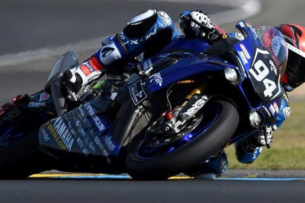 Mike Di Meglio sur sa Yamaha pendant les qualifications sur le circuit du Mans.