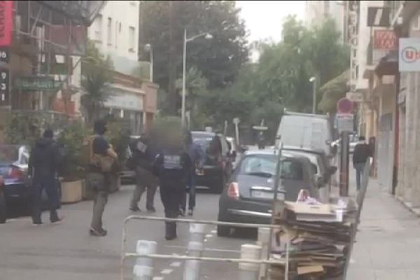 """Lundi, dix interpellations ont été effectuées par la direction centrale de la police judiciaire """"dans plusieurs quartiers de Nice""""."""