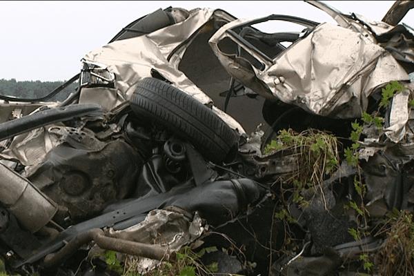 Le véhicule du conducteur qui roulait à contresens n'est plus qu'un amas de ferrailles