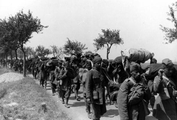 Des prisonniers nord-africains capturés par les Allemands en mai/juin 1940 lors de la campagne de France.