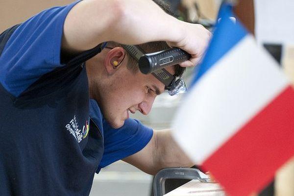 Mathieu Aubert lors de l'épreuve de Menuiserie aux 42ème Olympiades des métiers, à Liepzig