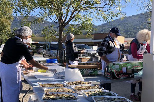 Au lendemain du passage de la Tempête Alex dans les Alpes-Maritimes qui a semé le chaos dans les vallées de l'arrière-pays, Léa et David Graziani ont décidé de mettre en place un groupe de bénévoles dont l'objectif est simple : cuisiner pour les sinistrés. 3 000 repas, déjà, de distribués !