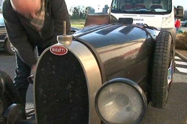 La plus prestigieuse voiture du raid, une Bugatti T35 de 1926