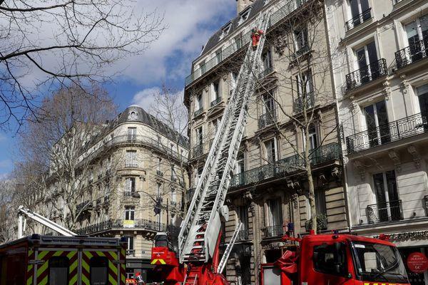 L'immeuble abrite au rez-de-chaussée une agence du groupe limougeaud Tarneaud.