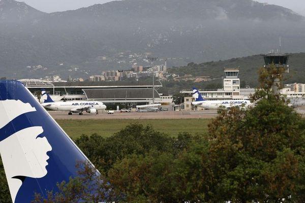 Un décret publié au journal officiel ce 31 mai interdit les transports aériens vers l'île sauf pour « motif impérieux » repoussant ainsi un possible retrour progressif à la normale à la phase 3 du déconfinement.