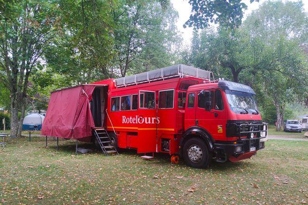 Le bus-hôtel a passé une nuit au camping de Montgailhard avant de reprendre la route pour continuer sa traversée des Pyrénées.