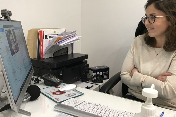 La pratique de la téléconsultation a fait un bon dans les Pays de la Loire avec la crise du covid-19, passant de 680 en février 2020, à 42 131 en mars