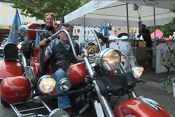 Défilé de bikeurs dans les rues de Mirande dans le Gers ce week-end du 15-16 juillet.