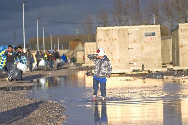 712 personnes vivent actuellement dans le camp de la Linière à Grande-Synthe.