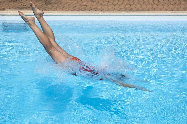 Les conséquences d'un plongeon par manque de fond peuvent être dramatiques (image d'illustration)