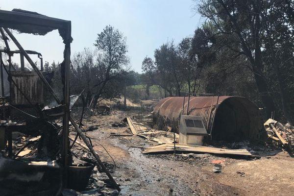Le Ranch de la Mène, basé à Grimaud dans le Var, a été totalement détruit par les flammes.