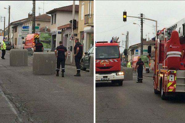 Les secours testent les buses en béton pour bloquer les rues aux fêtes de la Madeleine à Mont-de-Marsan ce mercredi 20 juillet 2016