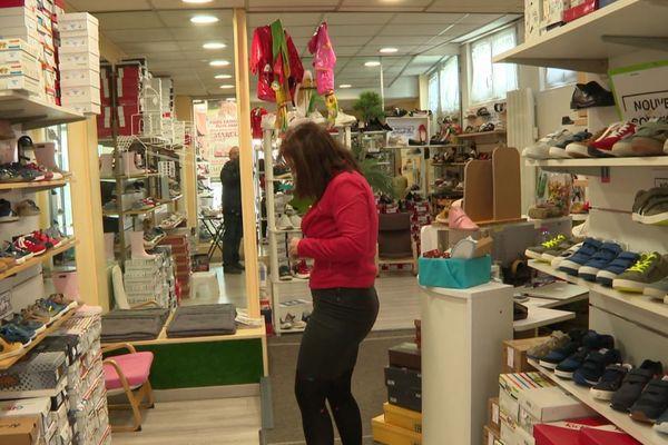 Un magasin de chaussures, ouvert samedi à Yerres.