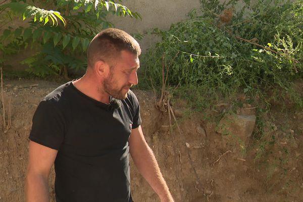 Aude - Antoine Emo se bat depuis plus d'un an pour se débarrasser d'ossements humains découverts par hasard dans son jardin à Badens - septembre 2021.