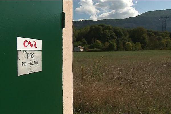 Le terrain de la Compagnie Nationale du Rhône est prêt à accueillir les panneaux photovoltaïques à Villebois (Ain).