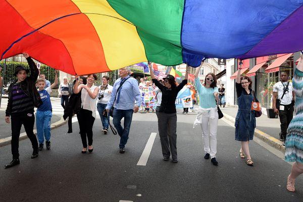 Le défilé de la Gay Pride, dans les rues d'Angers, le 21 mai 2016.