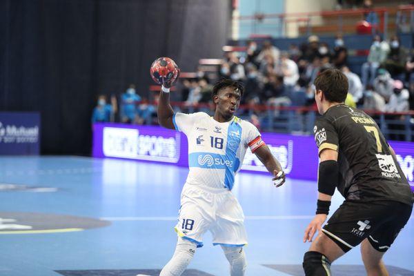Le capitaine de l'équipe professionnelle de l'US Créteil handball, Boïba Sissoko, en action contre Aix. Photo fournie par l'USCHB.