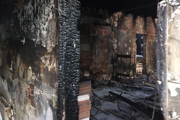 L'intérieur de la maison a été complètement ravagé par les flammes.