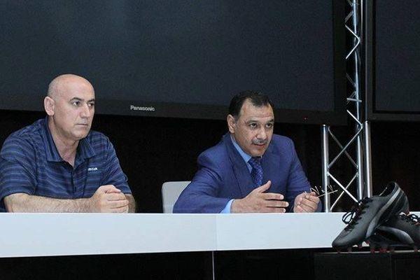 Yashar Seyidov (à gauche de Mammadov), ex-vice-président du FC Bakou, a du quitter le club récemment.